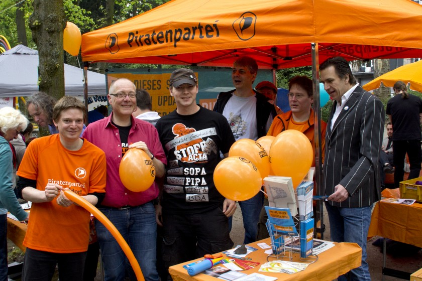 Düsseldorfer Piraten am Infostand